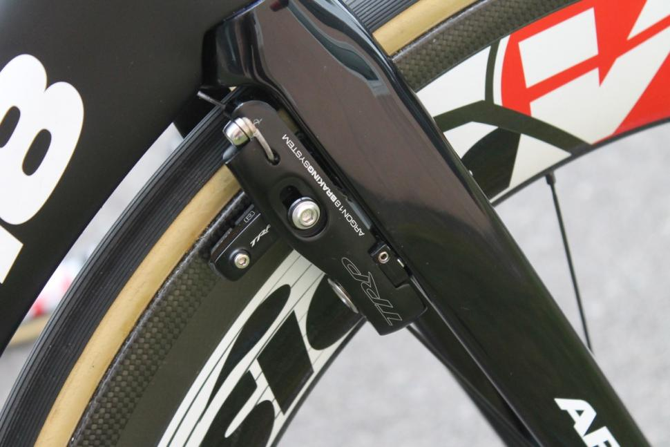 Tour de France 2016 Hidden front brake - 1.jpg