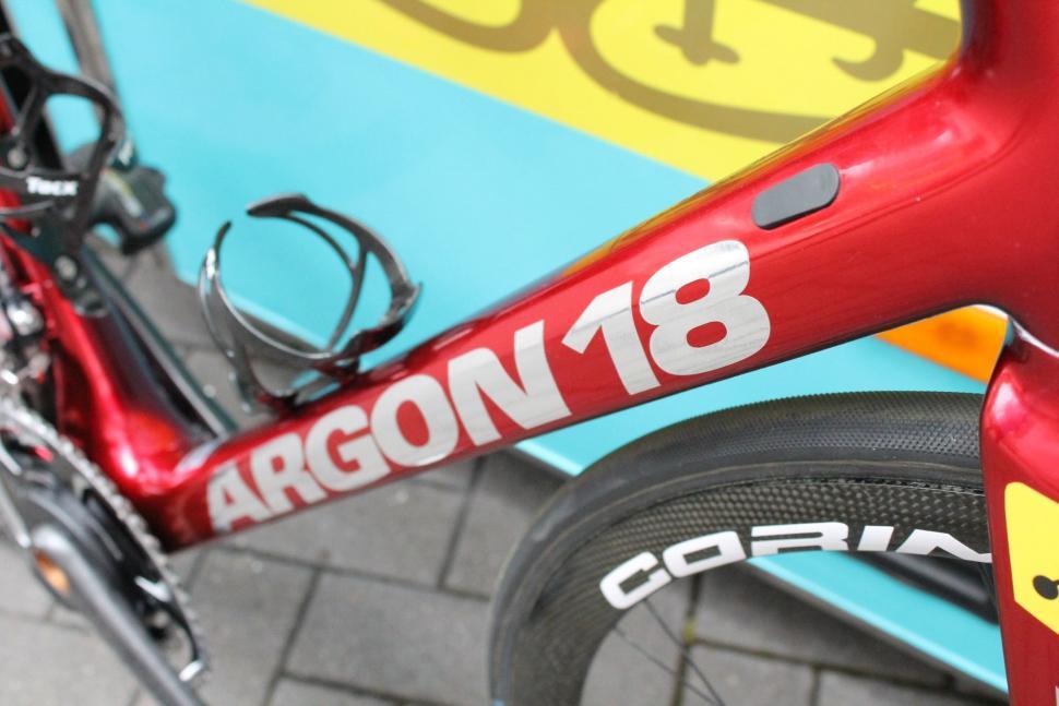 Tour de France 2017 Fabio Aru Argon 18 - 4.jpg