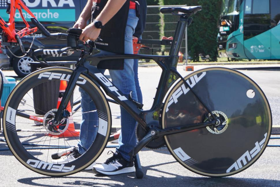 Tour de France 2019 BH F6 and disc rear wheel - 1.jpg