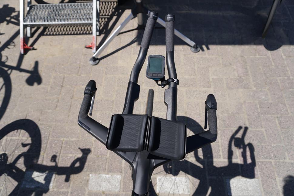 Tour de France 2019 Bora Specialized Shiv armrests narrow position - 1.jpg