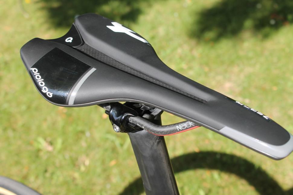 Tour de France 2019 Dan Martin saddle - 1.jpg