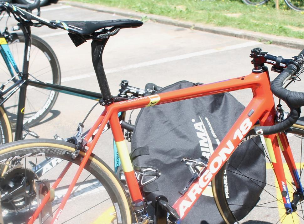 Tour de France 2019 Gorka Izagirre seatpost - 1 (1).jpg