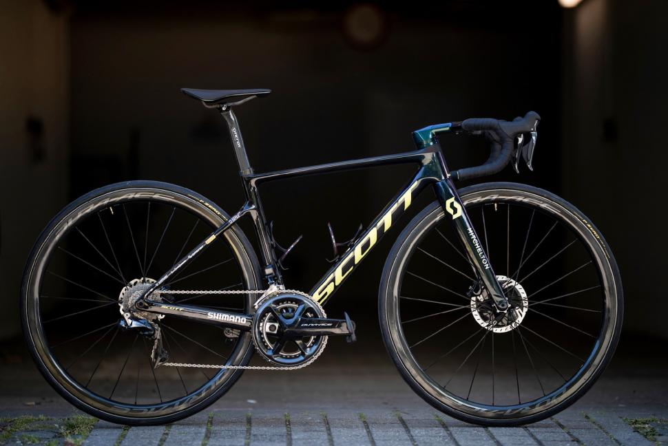 Tour de France 2019 Simon Yates Scott Addict RC - 1.jpg