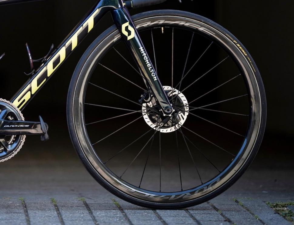 Tour de France 2019 Simon Yates Shimano Dura-Ace C40 - 1.jpg