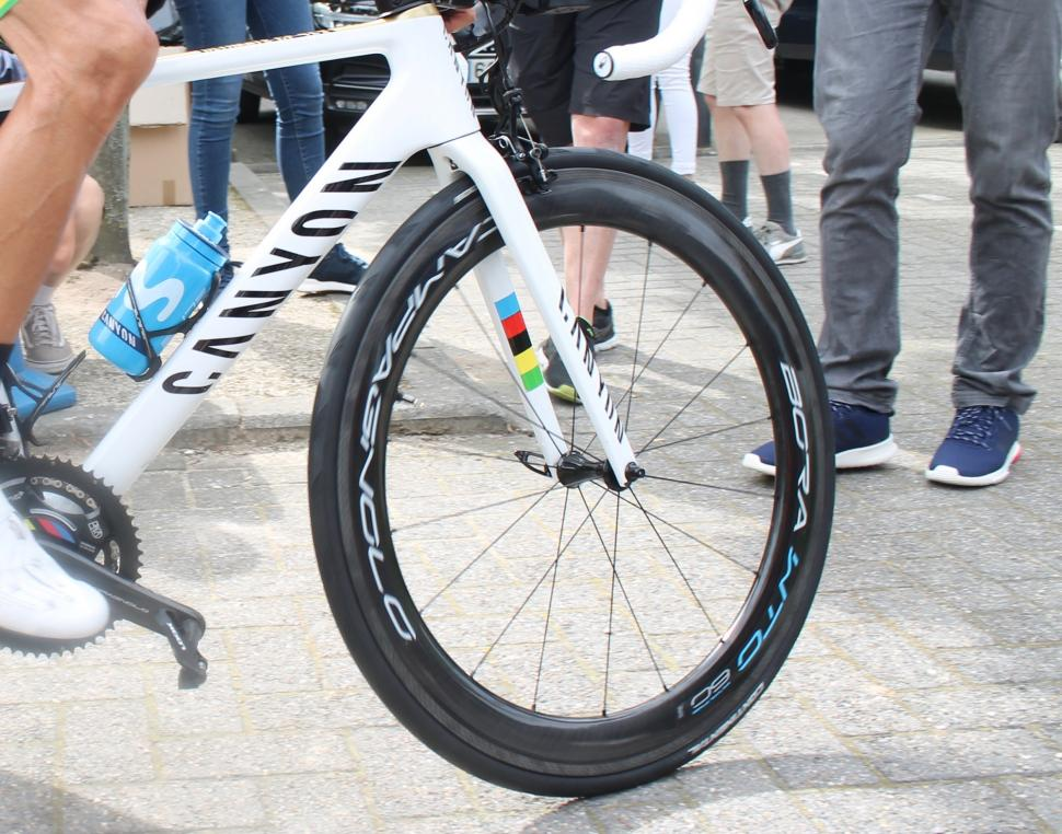 Tour de France 2019 Valverde Canyon Ultimate CF SLX - 12.jpg
