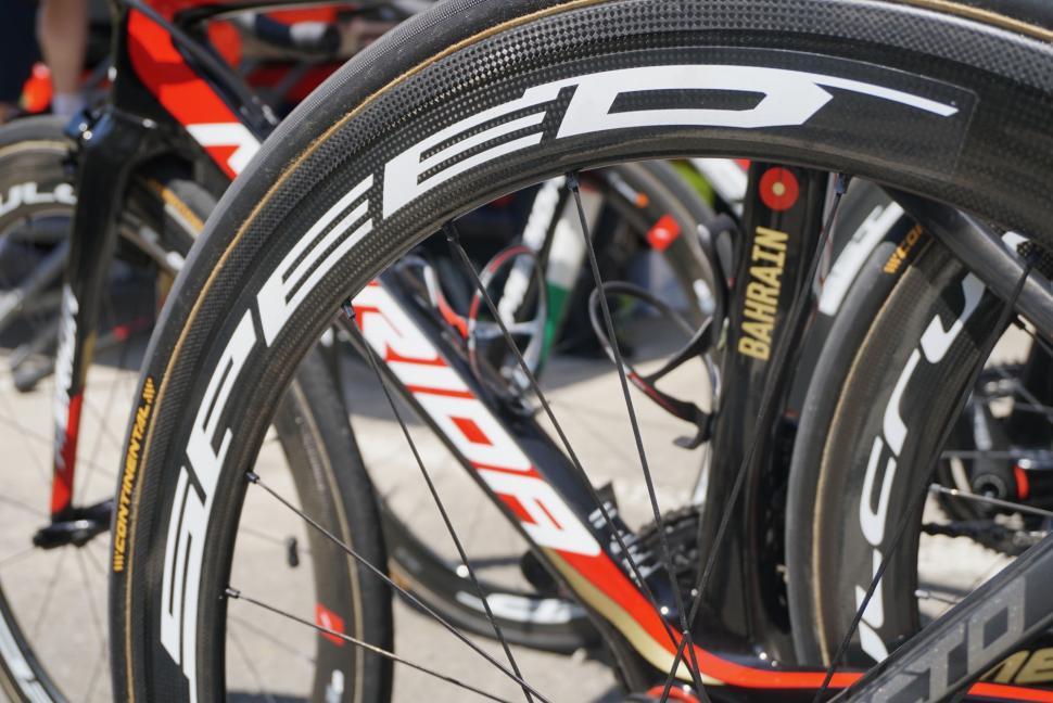 tour-de-france-2019-vincenzo-nibali-merida-reacto-kom-7.jpg