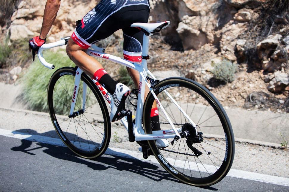 Tour Tech 2017 - Contador Trek Emonda - 1.jpg