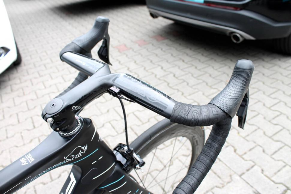 Tour Tech 2017 - Di2 satellite shifters Chris Froome - 2.jpg