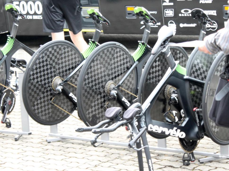 tour_de_france_2018_-_dimension_data_rear_wheels_-_1.jpg