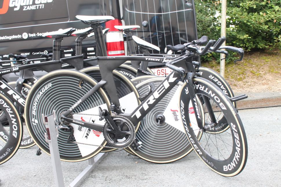 tour_de_france_2018_-_skujins_bontrager-zipp_rear_wheel_-_1.jpg