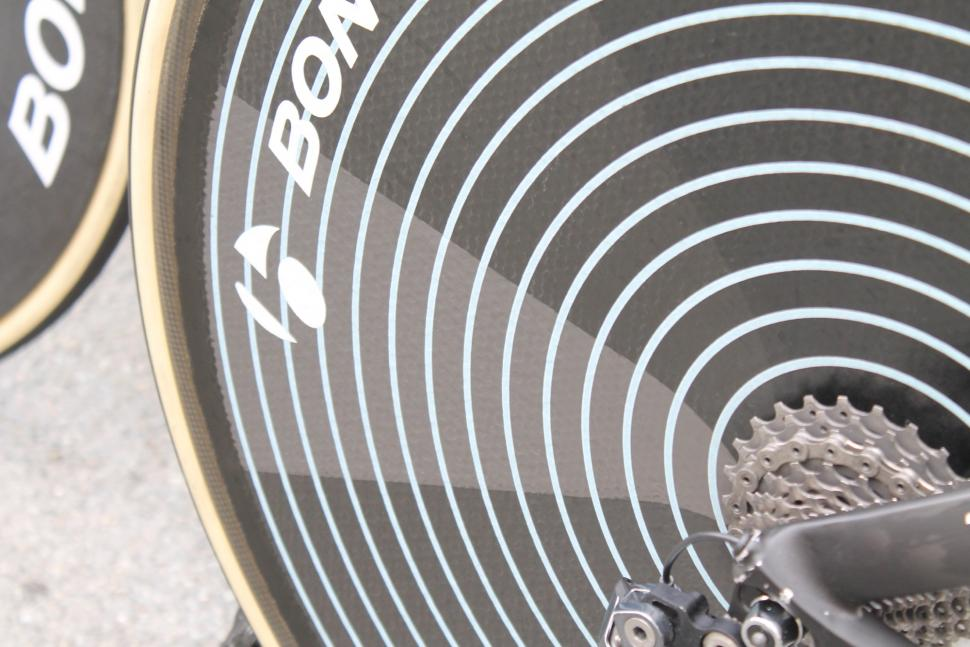 tour_de_france_2018_-_skujins_bontrager-zipp_rear_wheel_-_3.jpg