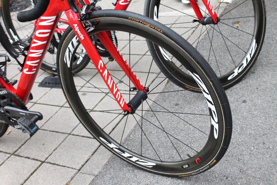 tour_de_france_2018_-_zakarin_canyon_zipp_303_-_1.jpg