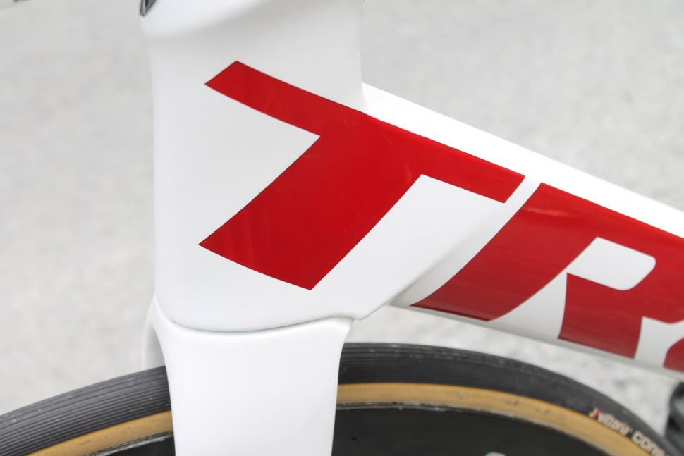 tour_tech_2018_-_trek_segafredo_trek_madone_disc_-_8.jpg