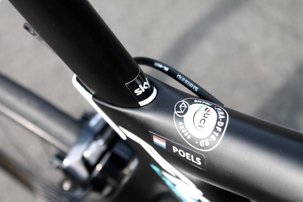 tour_tech_2018_wout_poels_pinarello_dogma_f10_x-light_-_11.jpg