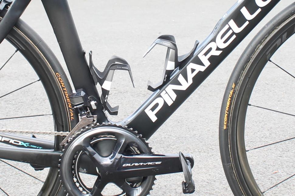 tour_tech_2018_wout_poels_pinarello_dogma_f10_x-light_-_1_3.jpg
