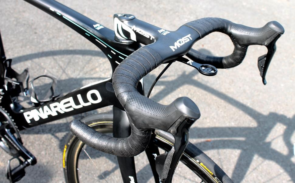 tour_tech_2018_wout_poels_pinarello_dogma_f10_x-light_-_5.jpg