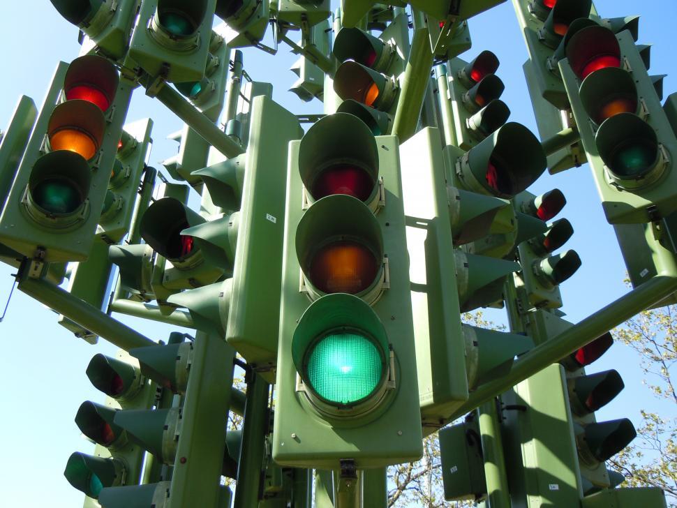 Traffic light tree (CC BY 2.0 https://www.flickr.com/photos/kevandotorg)