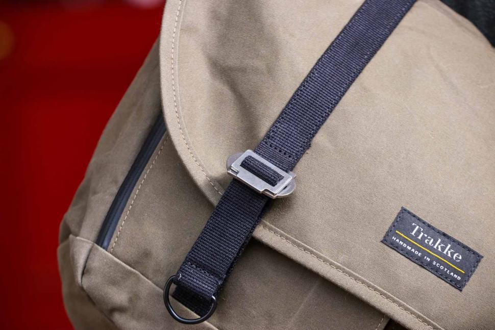 Trakke Wee Lug messenger bag - clip.jpg