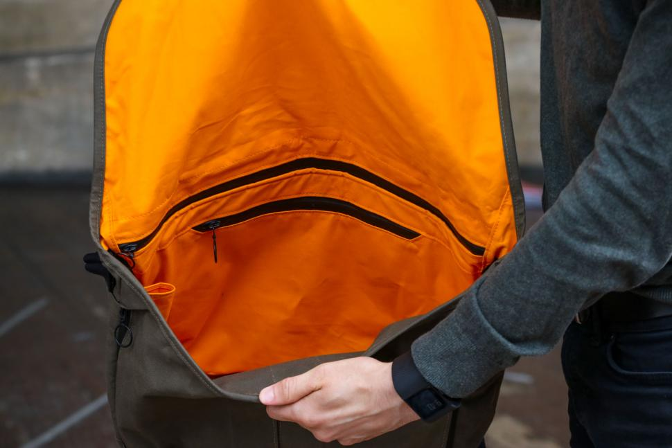Trakke Wee Lug messenger bag - inside.jpg