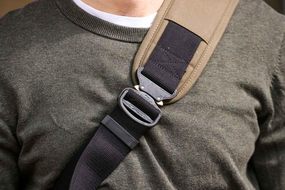 Trakke Wee Lug messenger bag - strap clip.jpg