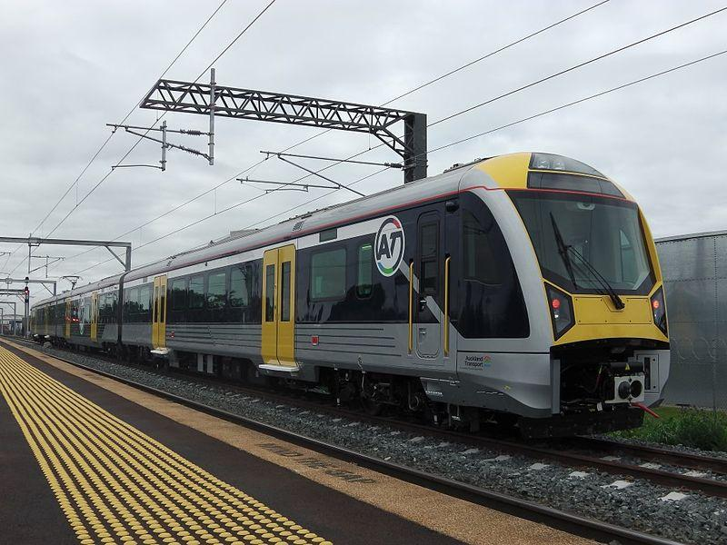 Transdev train in Auckland (licensed CC BY SA 3.0 by Pcuser42 on Wikimedia Commons)