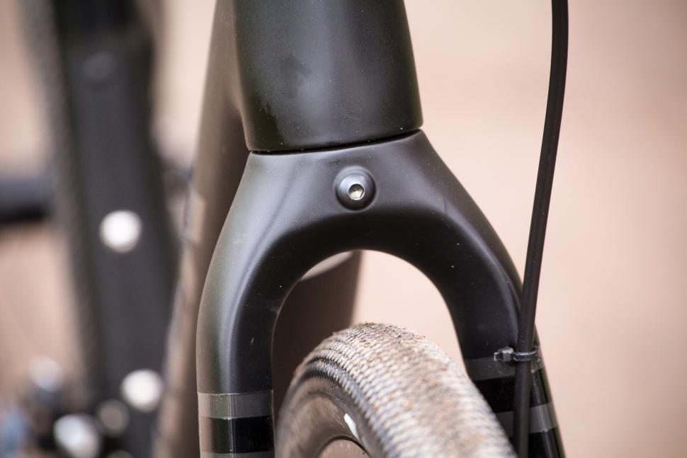 Trek Checkpoint - fork clearance.jpg