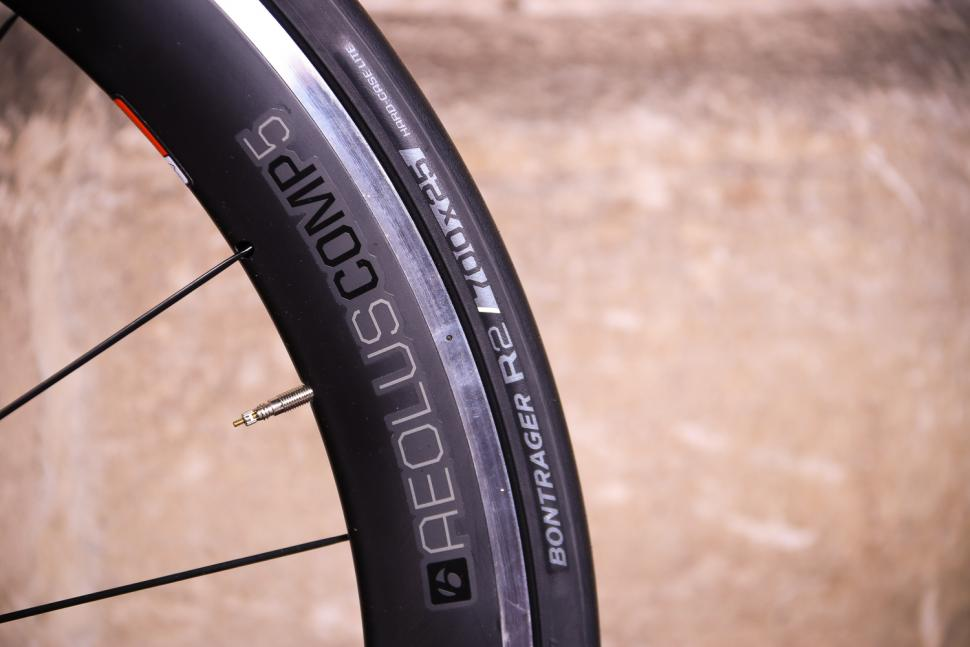 Trek Emonda ALR 6 - rim and tyre.jpg