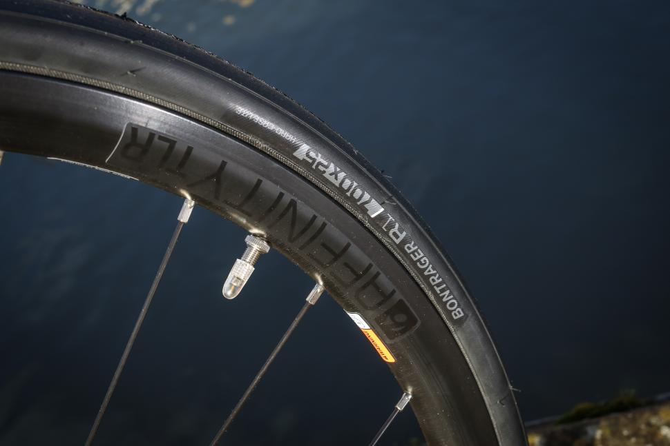 Trek Emonda ALR5 - tyre and rim.jpg