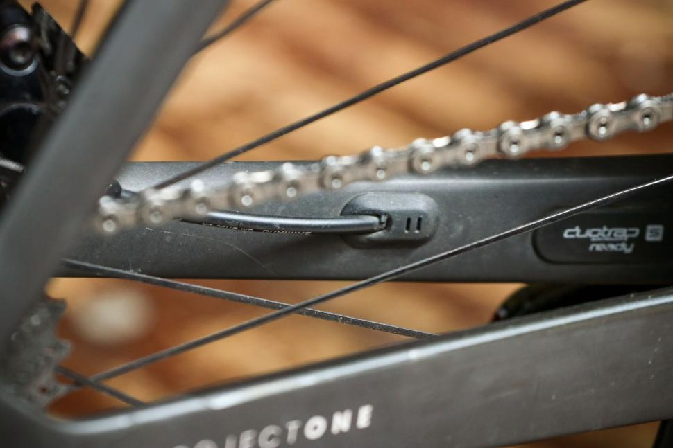 Trek Madone SLR 9 Disc Project One - cable detail.jpg