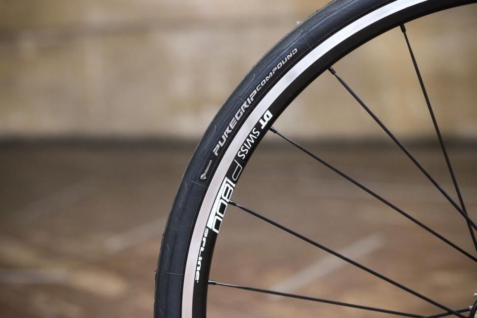 Tresca TCA-1 - tyre and rim.jpg