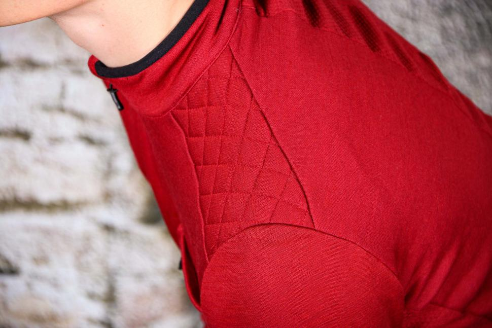 Triban Long Sleeved Merino Top - shoulder.jpg
