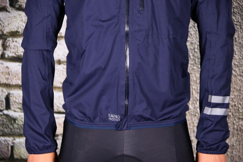 Triban Rainproof Jacket RC500 - hem.jpg