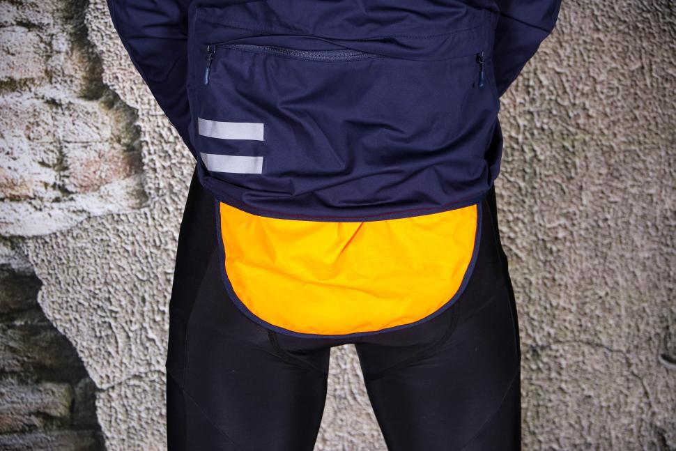 Triban Rainproof Jacket RC500 - rain flap 2.jpg