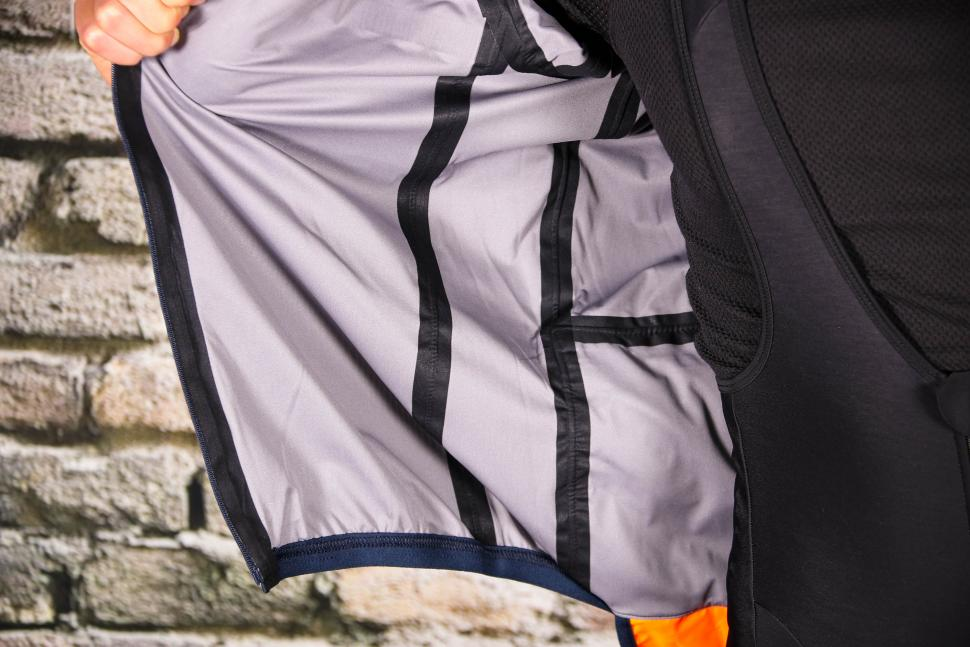 Triban Rainproof Jacket RC500 - taped seams.jpg