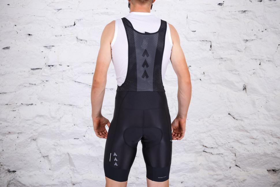 Triban RC 500 cycling shorts - back full.jpg