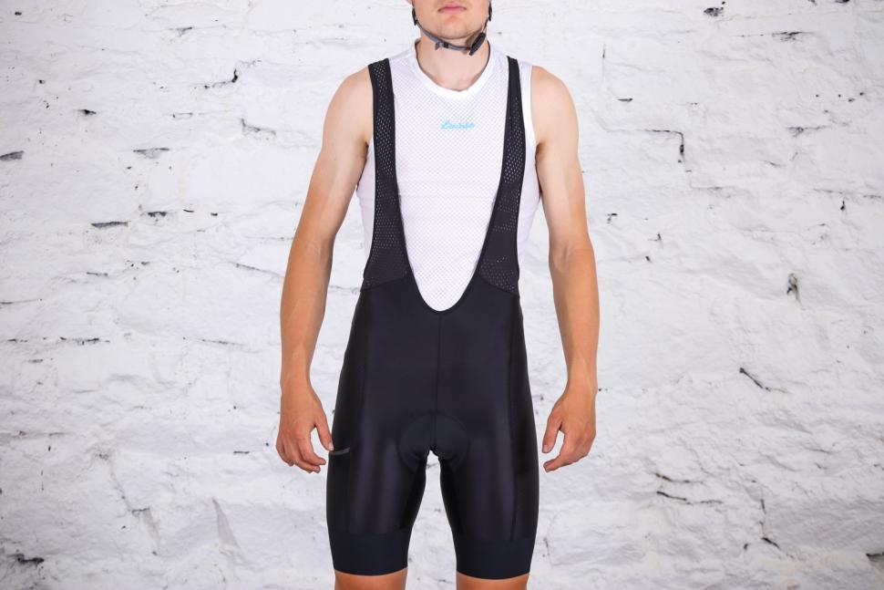 Triban RC 500 cycling shorts - front full.jpg