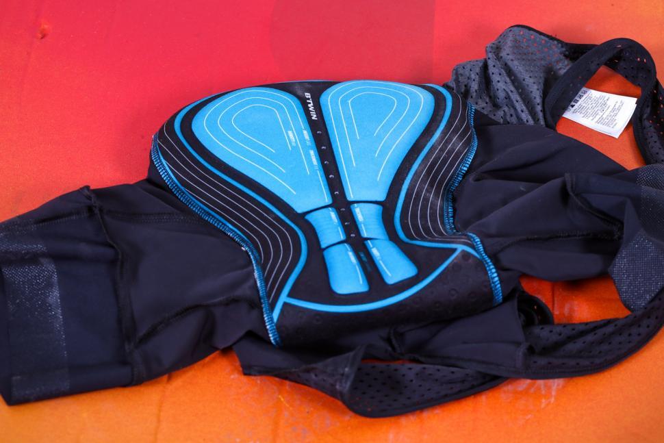 Triban RC 500 cycling shorts - pad.jpg