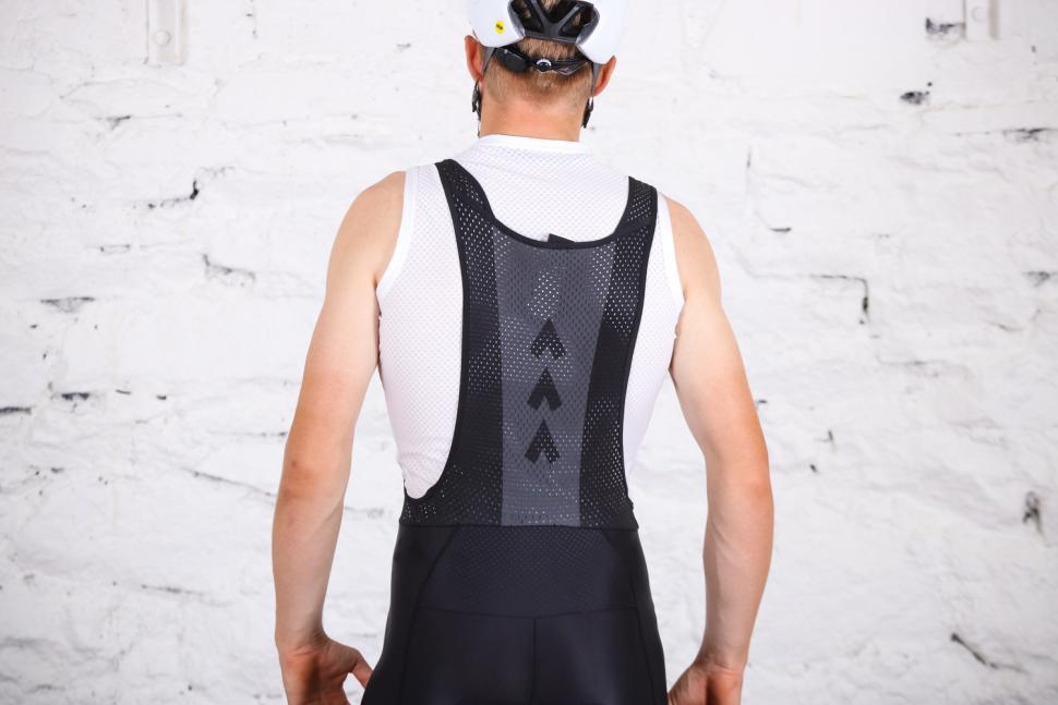 Triban RC 500 cycling shorts - straps back.jpg