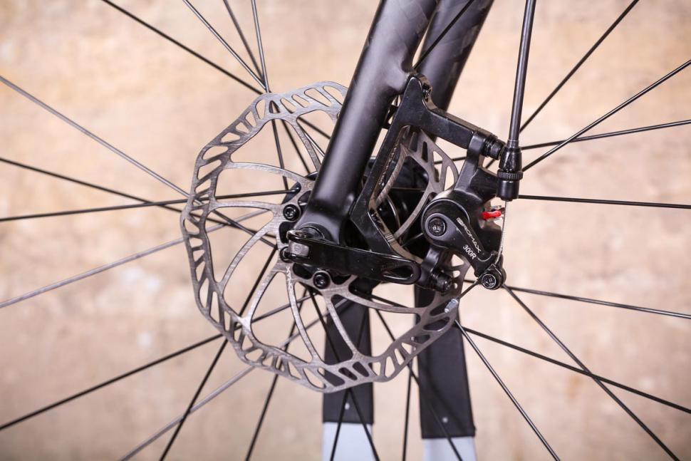 Triban RC 500 - front disc brake.jpg