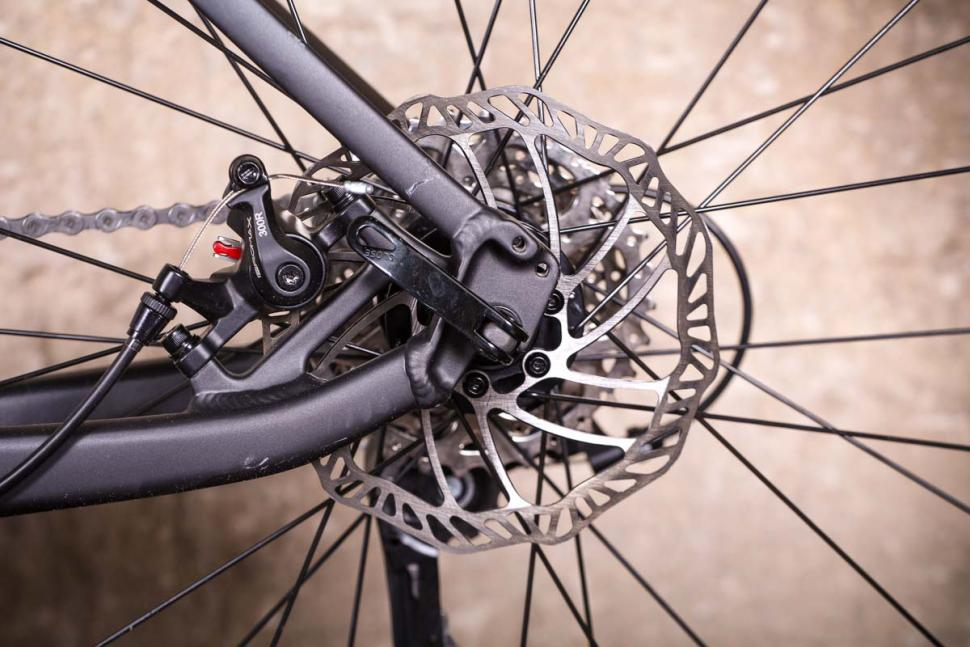 Triban RC 500 - rear disc brake.jpg