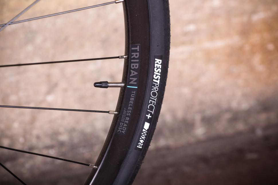 Triban RC 500 - tyre and rim.jpg