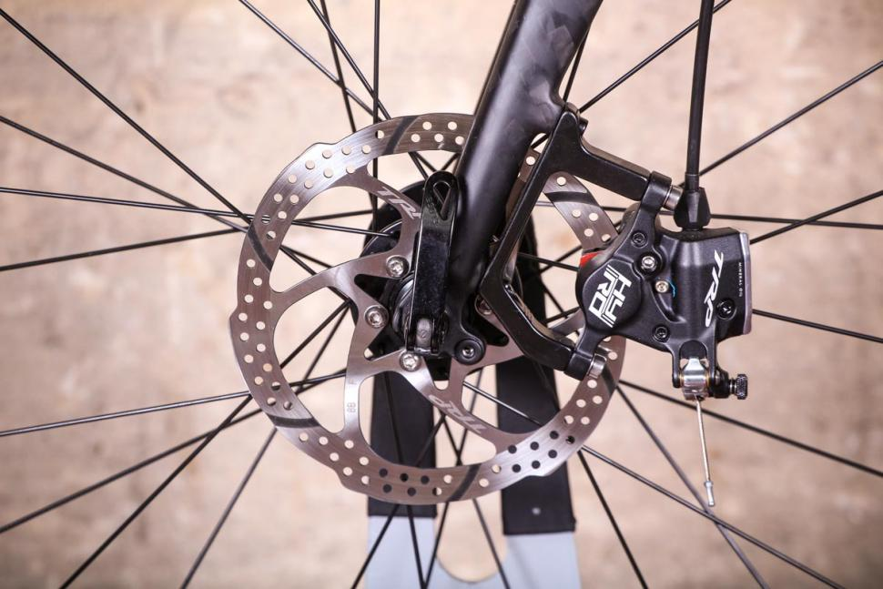 Triban RC 520 - fronr disc brake.jpg