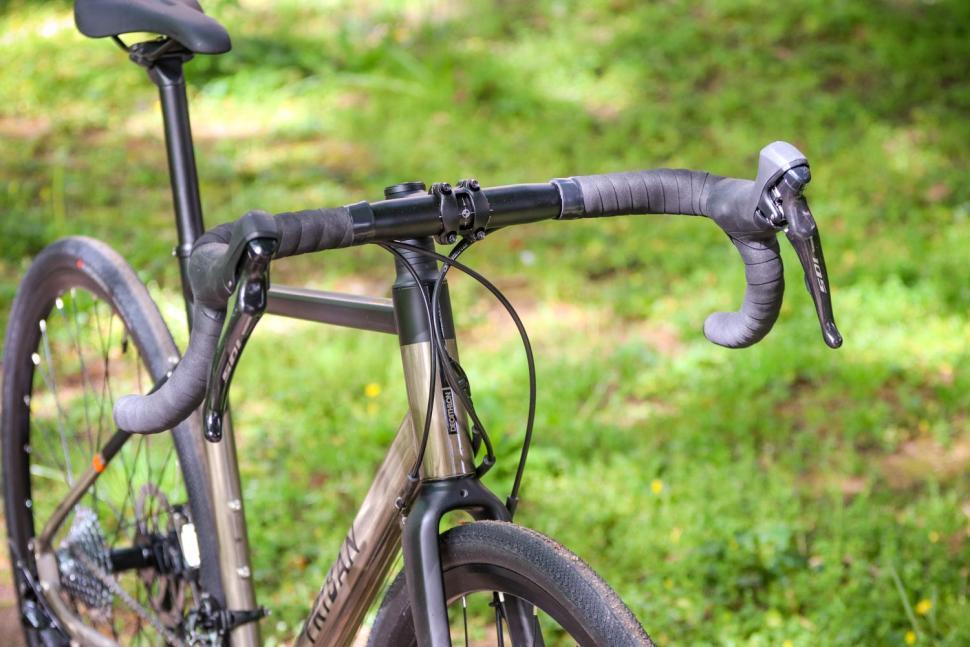 Triban RC 520 Gravel - bars.jpg