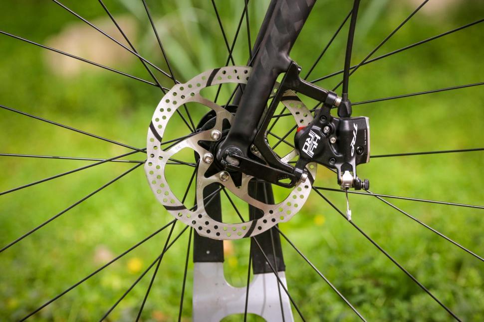 Triban RC 520 Gravel - front disc brake.jpg