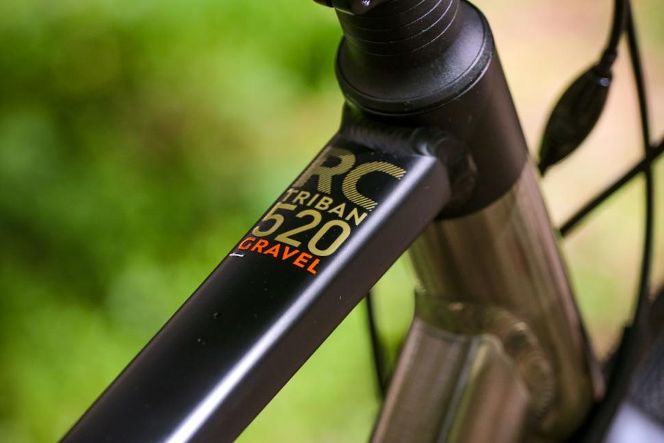 Triban RC 520 Gravel - top tube detail.jpg