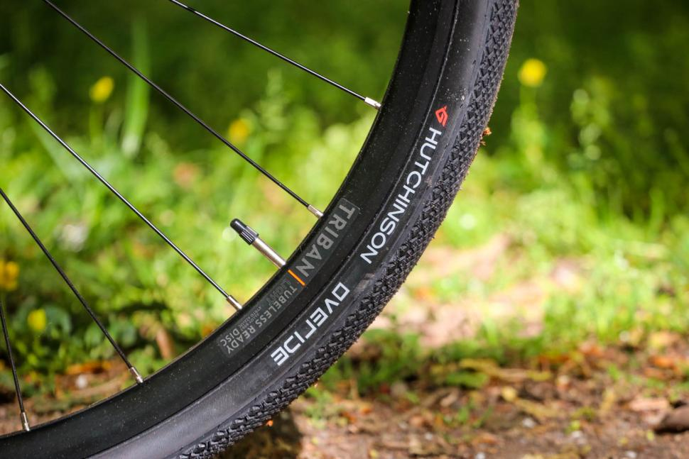 Triban RC 520 Gravel - tyre and rim.jpg