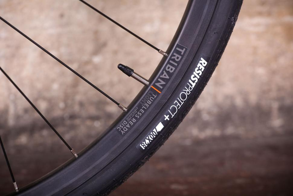 Triban RC 520 - rim and tyre.jpg