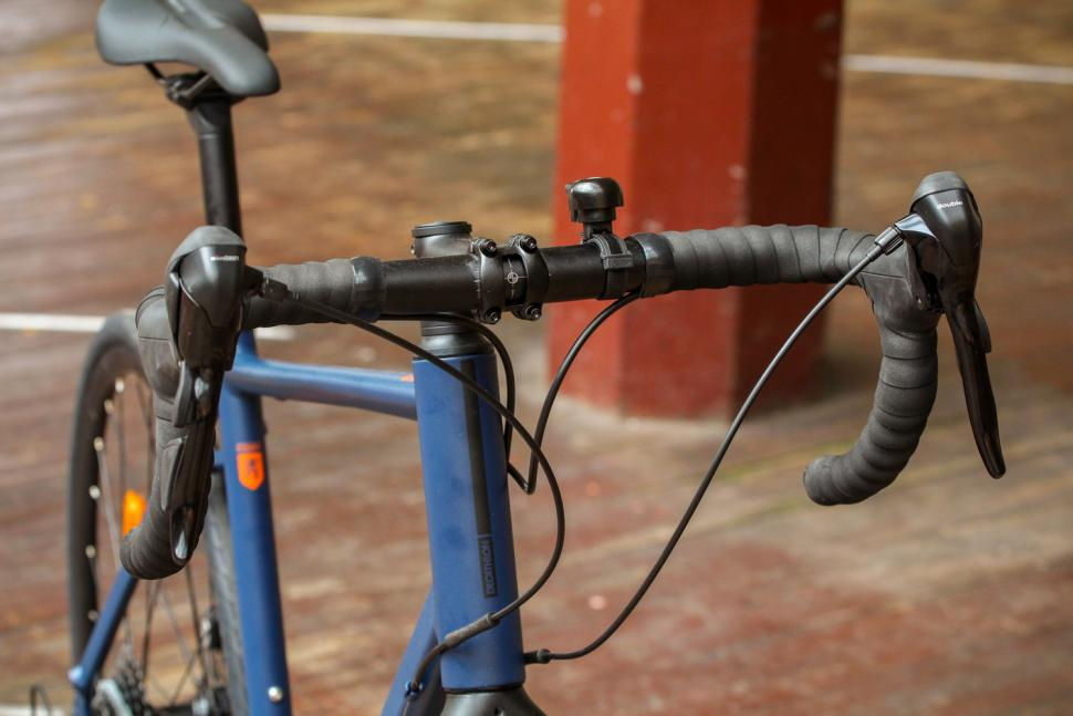 Triban RC120 Disc road bike - bars.jpg