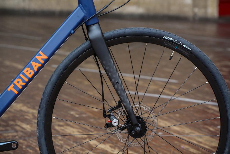 Triban RC120 Disc road bike - fork.jpg
