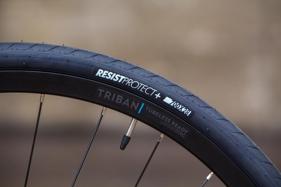 Triban RC120 Disc road bike - tyre and rim.jpg